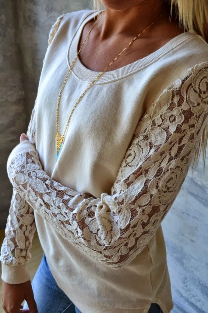 Light  color lace sleeved sweater with golden necklace