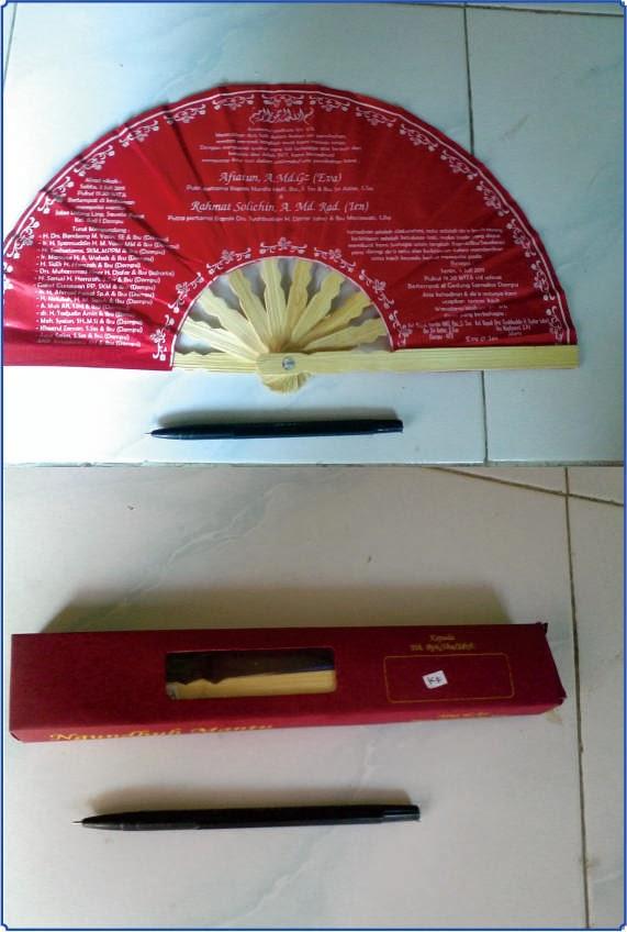 http://www.undangangulung.com/2012/12/undangan-gulungbambu-17cm-ekonomis.html