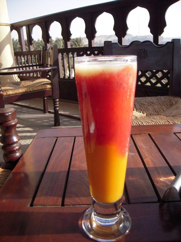 عصيرالمانجو و التوت أو الفريز أو الفراولة