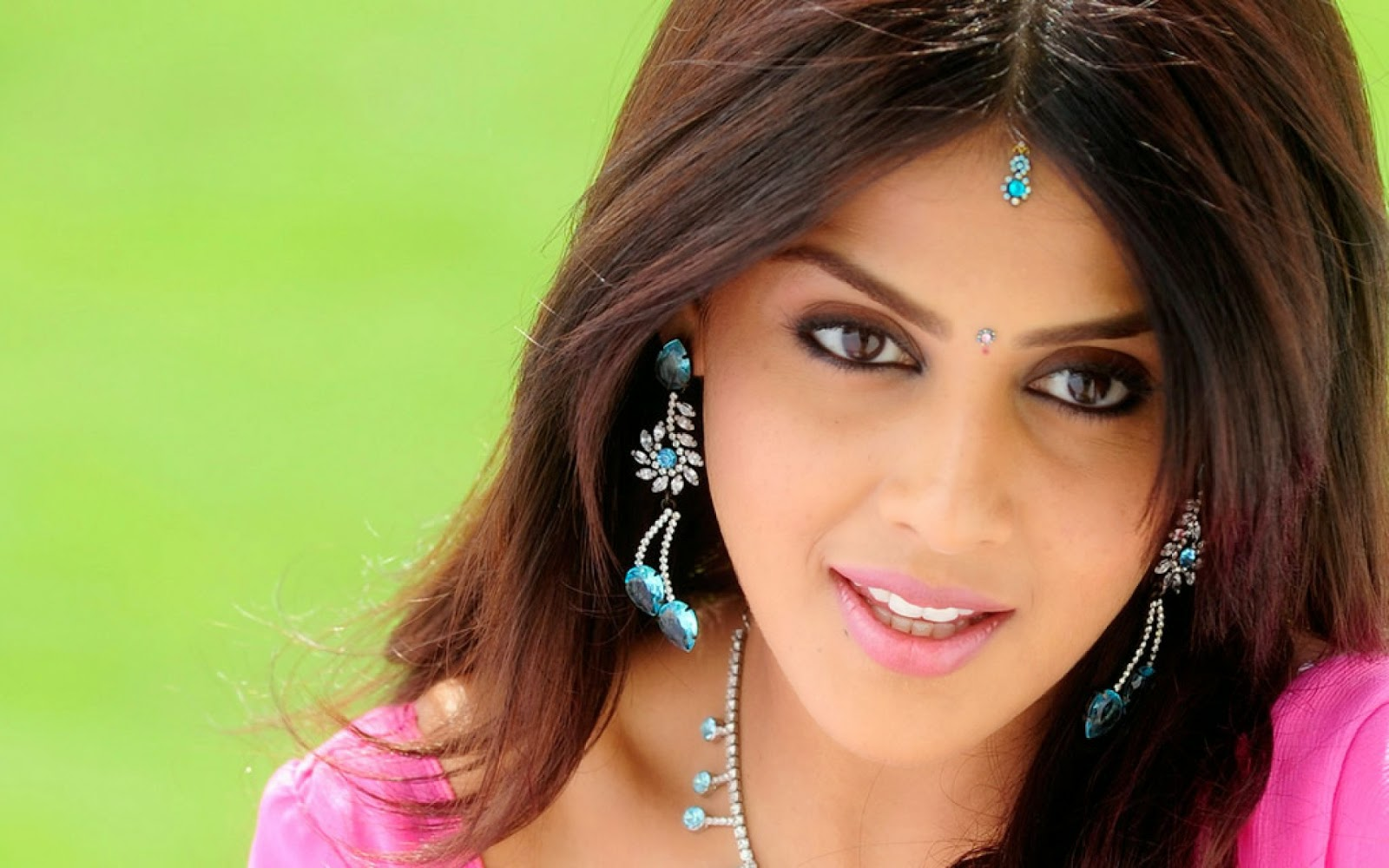 http://moviepicturess.blogspot.in/2014/09/genelia-dsouza.html