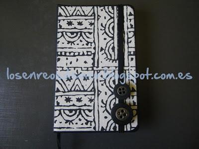 Decoración de cuaderno tipo Moleskine con técnicas de scrapbooking
