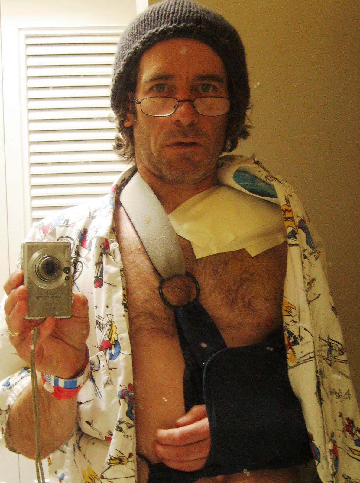 http://4.bp.blogspot.com/-jlMMm9L3_Ig/T3xsELeP-JI/AAAAAAAAFec/pqf7ifzHx_k/s1600/Post-Surgery%5B1%5D.jpg