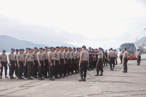 Antisipasi ISIS Brimob Maluku Utara Razia Kapal Pelni