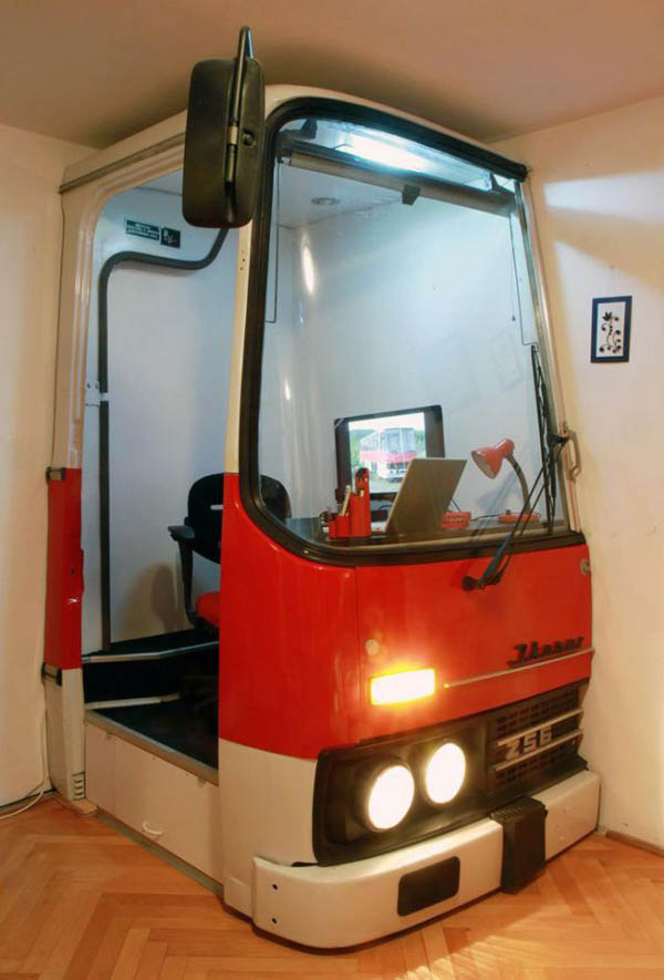Relaxshacks.com: A Chunk Of A Recycled Bus as a Micro Office?