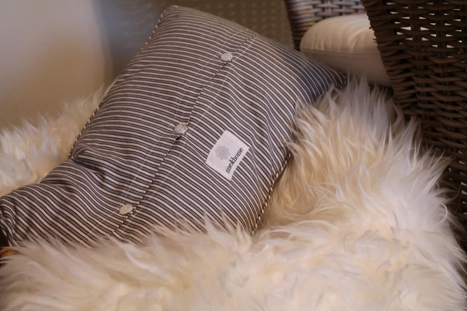 cozy corner, lukunurkkaus, ikea lampaantalja, tineK tyyny, tyynynpäällinen, byholma nojatuoli, tineKhome