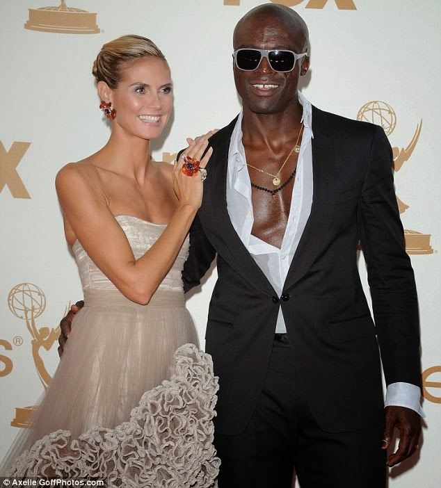 Seal steps out with stunning mystery brunette for trip to grocery ...