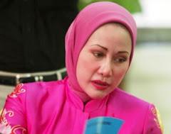 GUbernur Tercantik Indonesia Ratu Atut Chosiyah