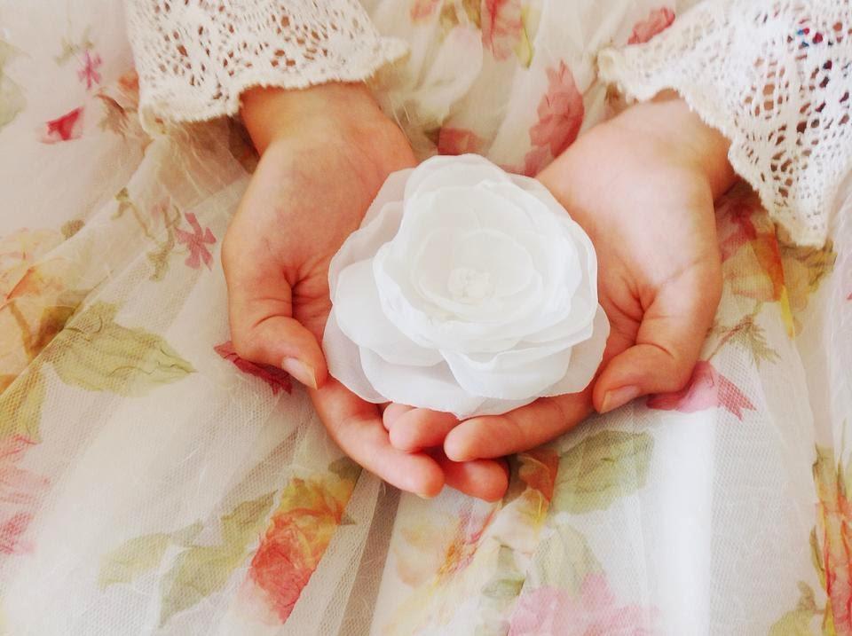 Bridal hair accessory rose white
