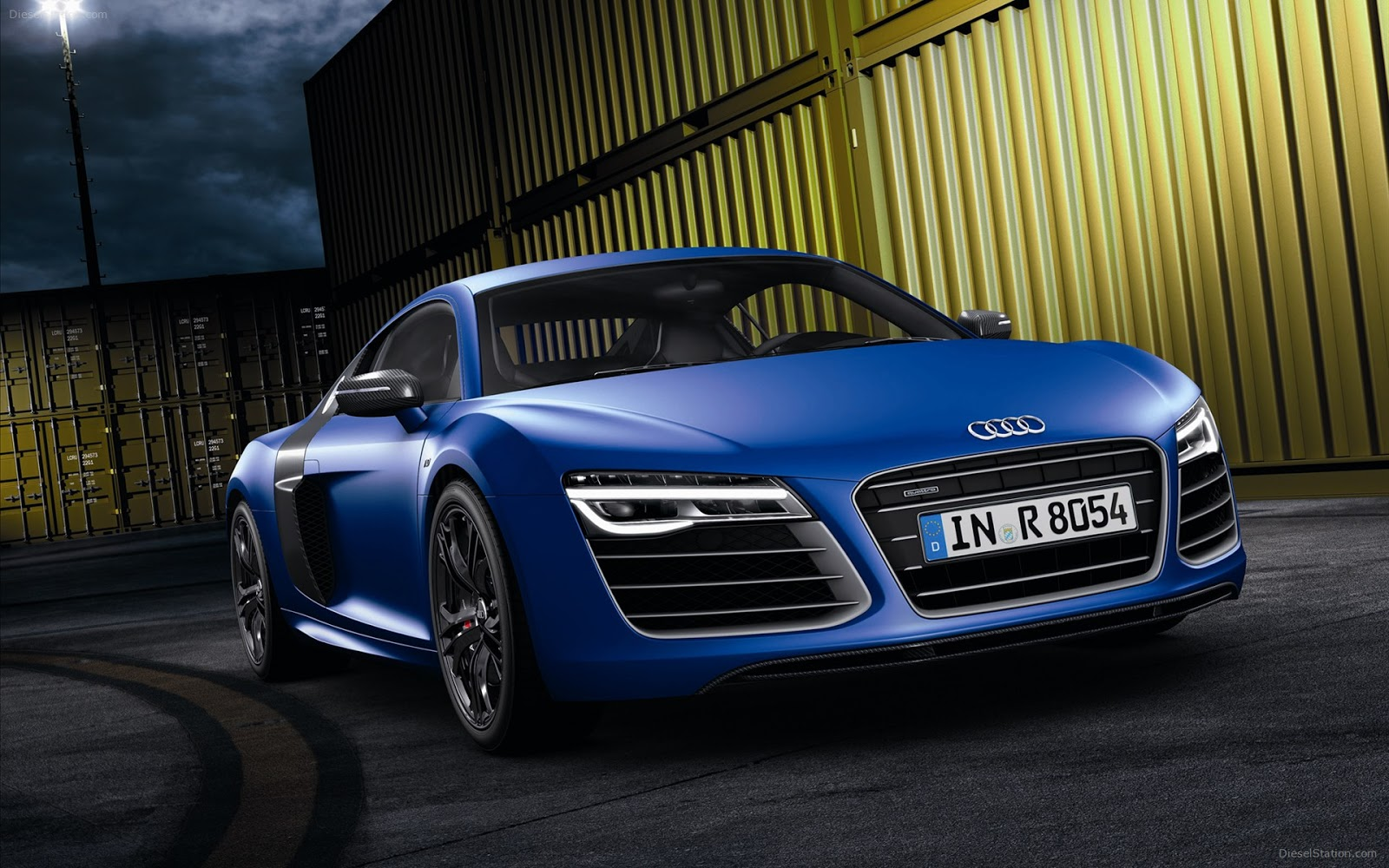 http://4.bp.blogspot.com/-jmVvSEFnLnw/UIpH75QYt3I/AAAAAAAAm9I/2FhXaDNb-GE/s1600/Audi-R8-V10-plus-2013-Car-Wallpapers-video-01.jpg