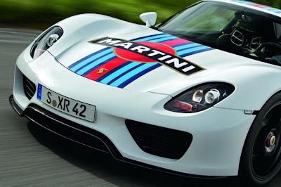 Porsche 918 Spyder com o tema Martini Racing