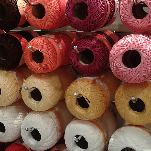 Yarn and fabric in Luxembourg | Happy in Red