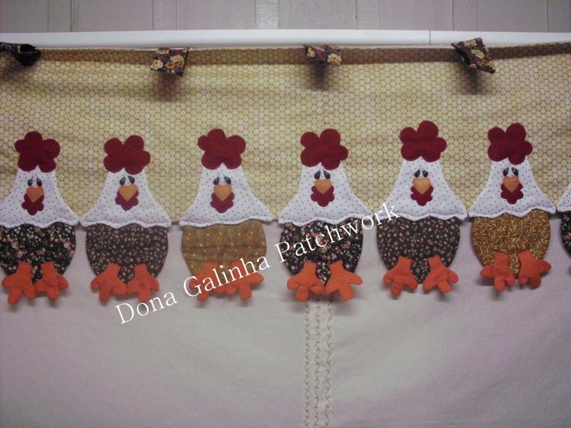 Dona Galinha Patchwork cortina galinhas