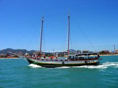 Scuna Sul barco pirata Canasvieiras Jurere Florianopolis Brasil