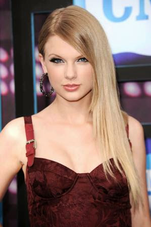 foto taylor swift di acara CMT Music Awards 2010