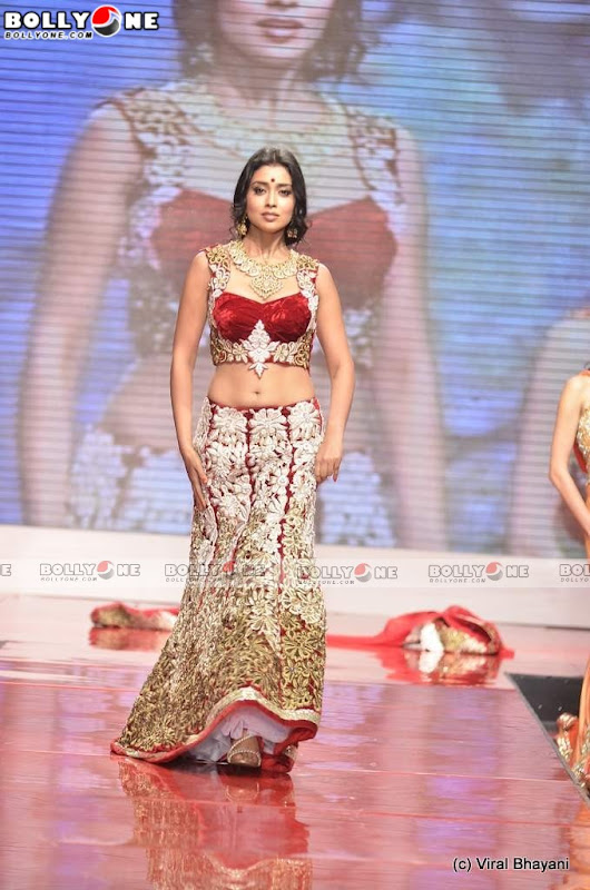 Shriya Saran Walks at Swarovski Gems Gem Visions India glamour images