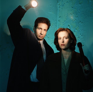 Scully and Mulder promo shot, embarrassing 90s fashion