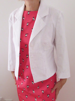 http://ladylinaland.blogspot.hr/2015/10/white-cropped-jacket-with-buttons.html