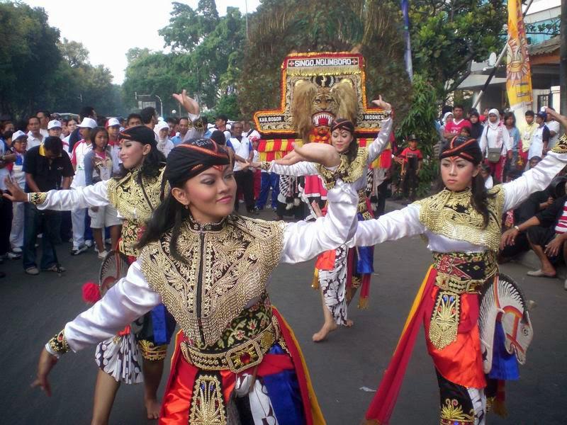 http://www.putraagungtravel.com/2014/04/tempat-wisata-ponorogo-dan-trenggalek.html