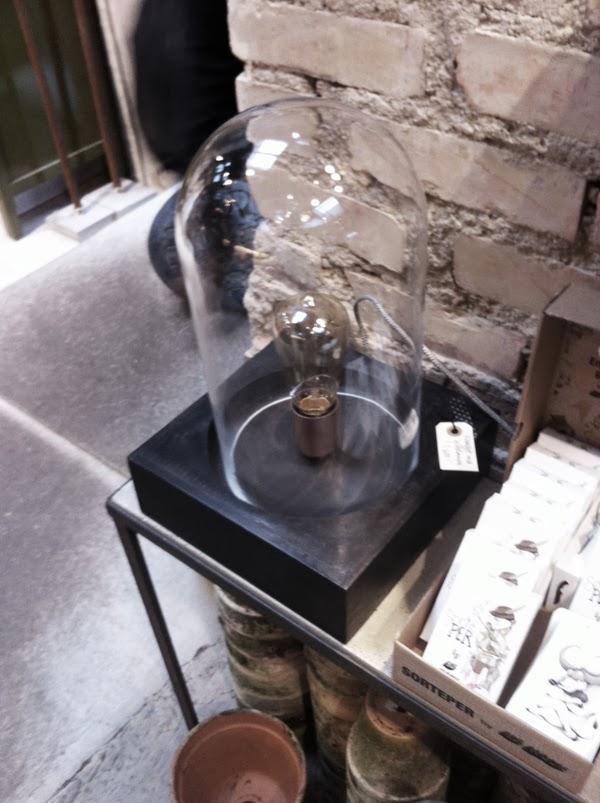 glödlampa under en glaskupa, lampa glödlampa, inspiration, inredningsbutiker i Göteborg, ställen att besöka i Göteborg, tips