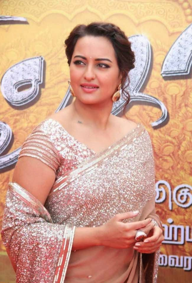 "Sonakshi Sinha at ""Lingaa"" Movie Audio Launch"