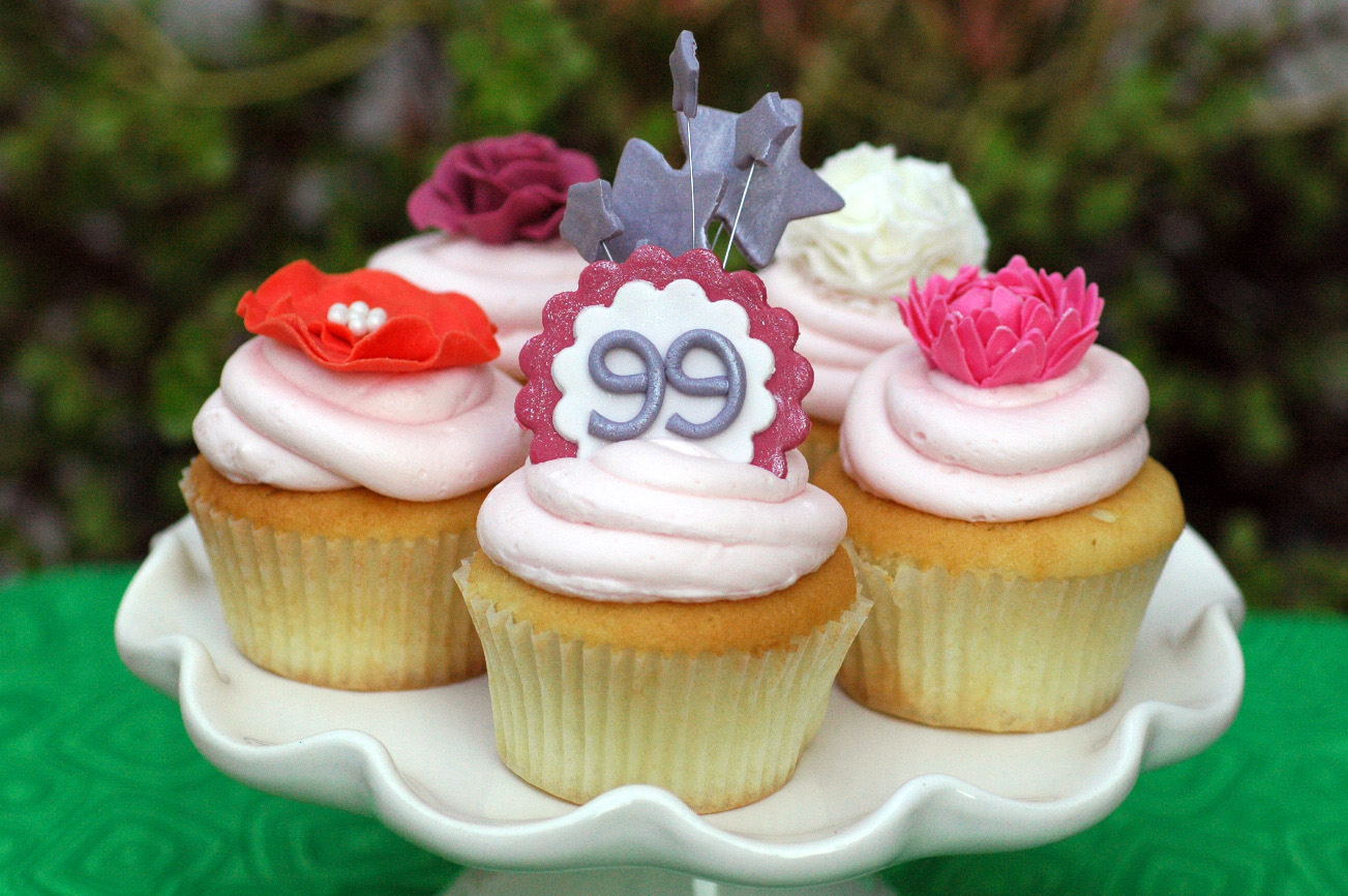 Night Baking 99th Birthday Flower Cupcakes