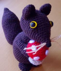 http://mylittlehandicrafts.blogspot.com.es/2014/02/ardilla-amigurumi-patron.html