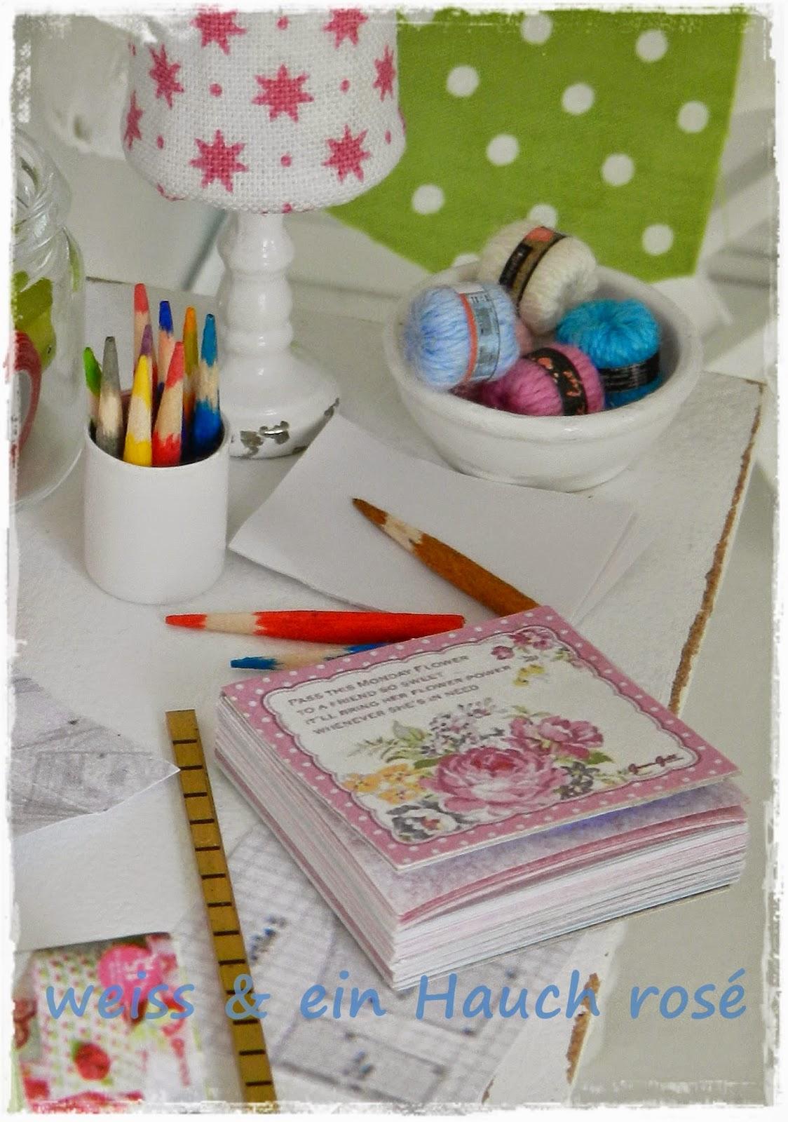 weiß & ein Hauch rosé: Kreativ im Puppenhaus...