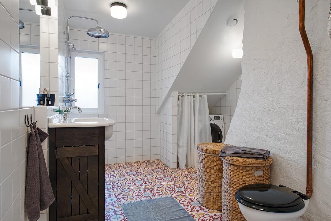 Baldosas hidráulicas en el baño