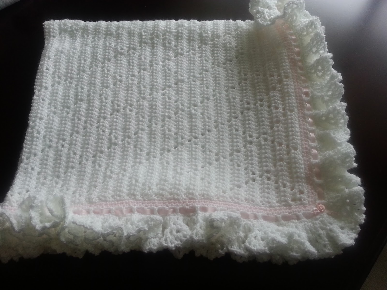 Free Crochet Pattern Ruffle Edging : Lilly My Cat: Sadies Crochet Ruffled Baby Blanket