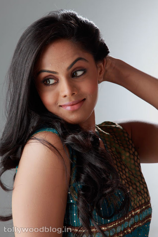 Karthika Photos in Rangam Telugu Movie glamour images