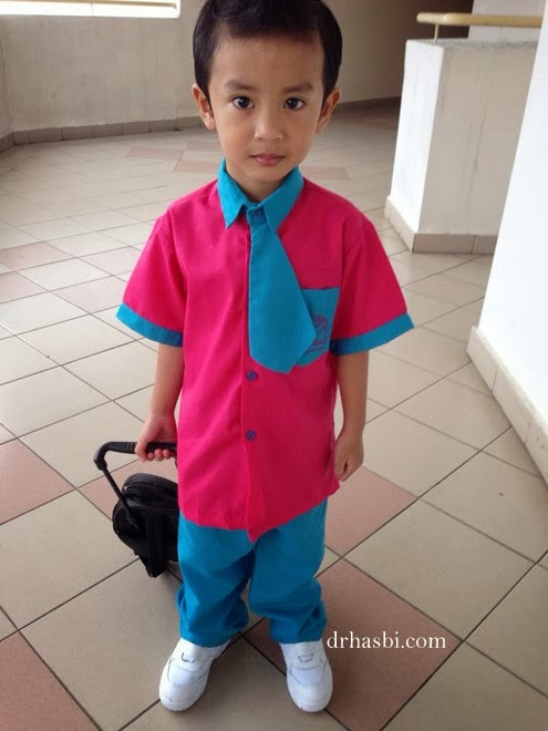 Hari pertama tadika 2014 pakai seragam baru