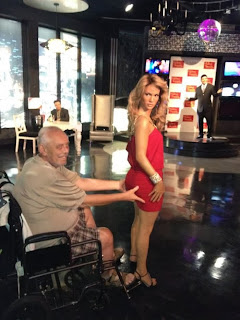 funny picture: granddad visiting museum in las vegas
