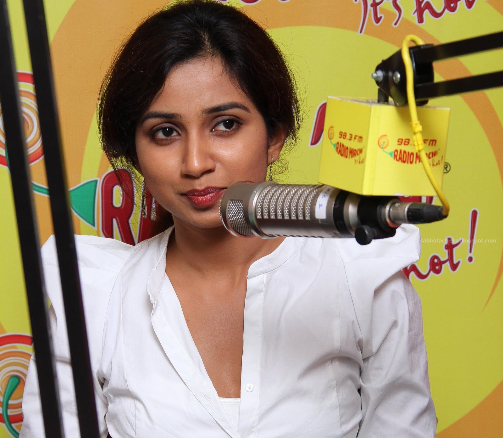 Sab Hot Actress Shreya Ghoshal Navel Cleavage And Ampit Show Sexy