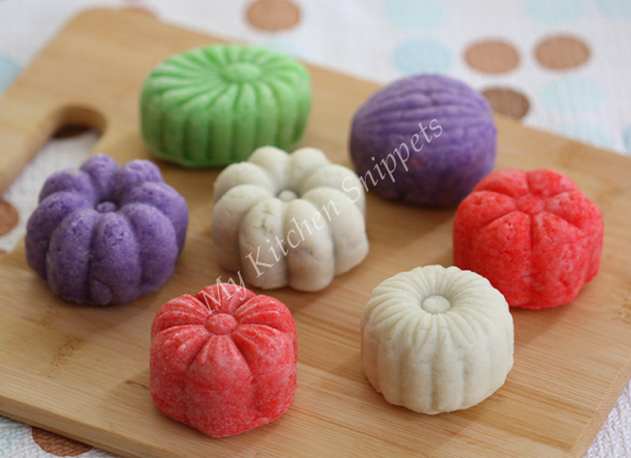 My Kitchen Snippets: Snow Skin Mooncake with Mung Bean Filling