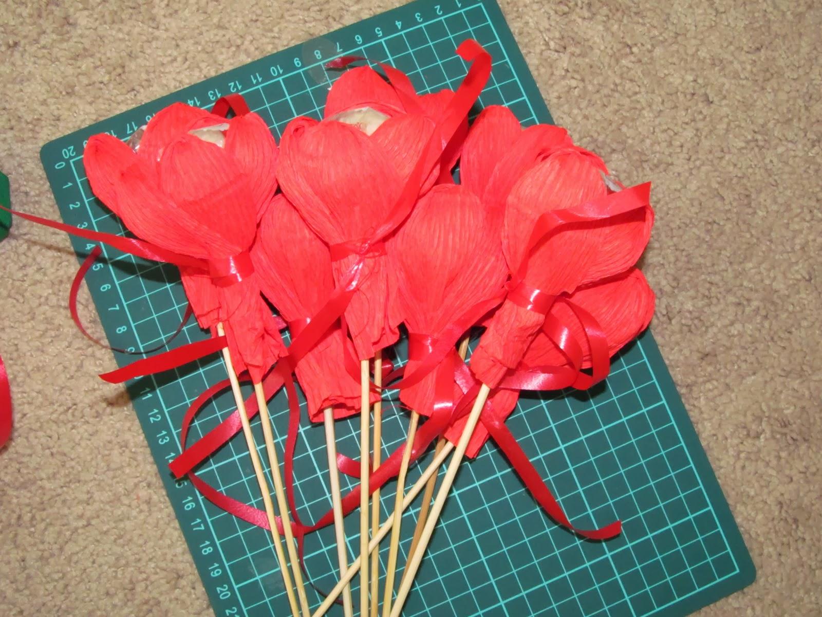 Букеты из конфет своими руками с пошаговыми фото 37