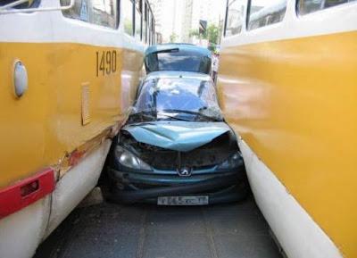 funny car, crashed peugeot