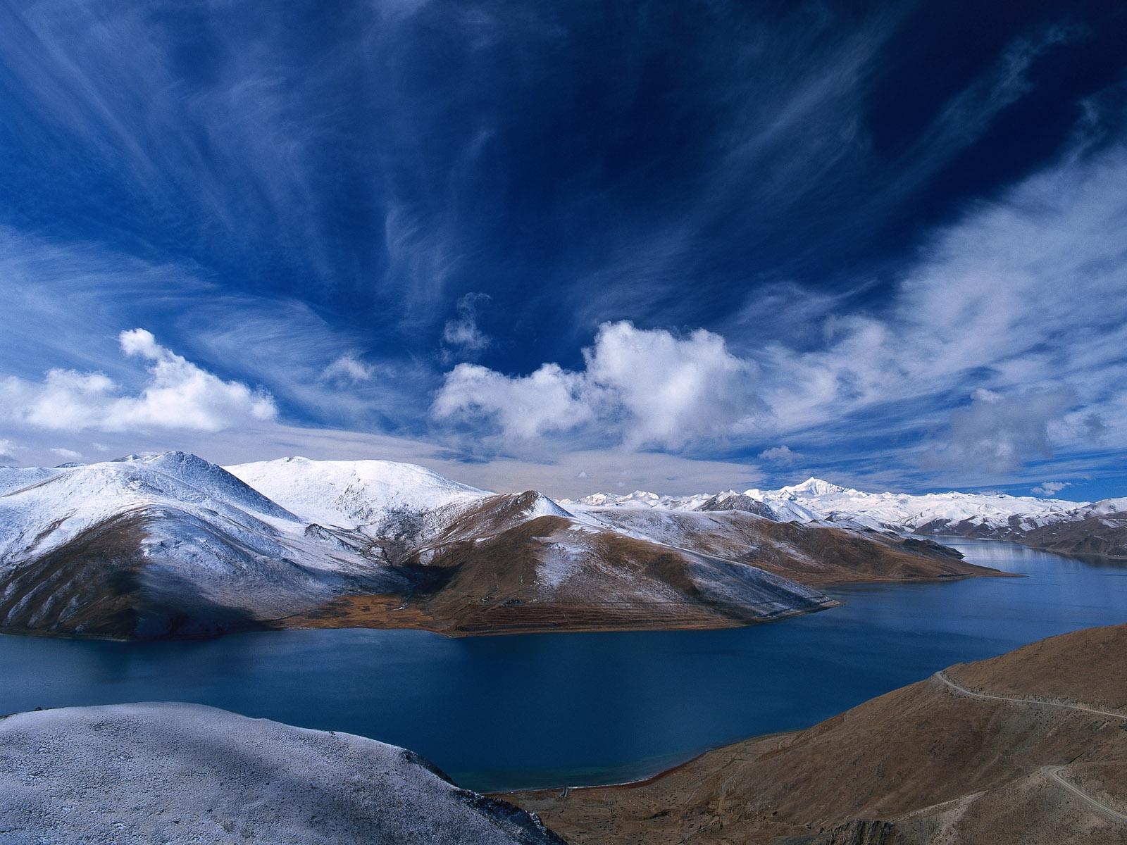 Most Inspiring Wallpaper Mountain Water - BlueSky-Water-Mountains  Collection_806856.jpg