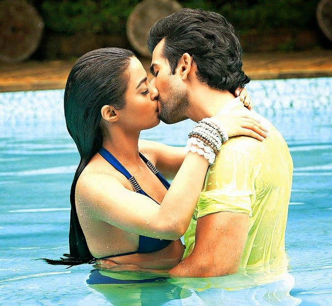 Jay Bhanushali and Surveen Chawla hot kiss in hate story 2