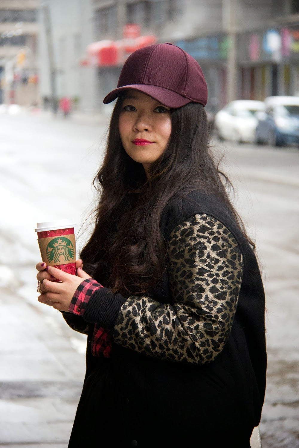 Fashion-blogger, Winter-Look, Varsity-Jacket, Starbucks-Coffee