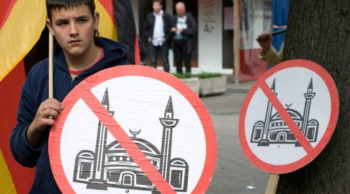 Τρόμος στο Γερμανικό πολιτικό σύστημα από την είσοδο των εθνικιστικών του AfD στην βουλή