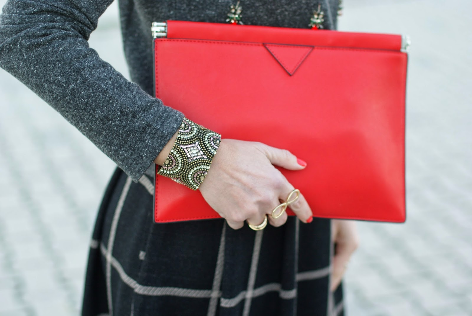 Zara red clutch, big golden infinity ring, Fashion and Cookies, fashion blogger