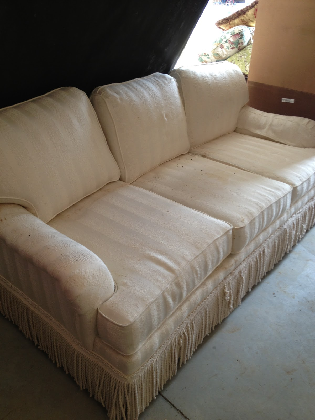 Model home furniture and more november 2012 for Sofas and more