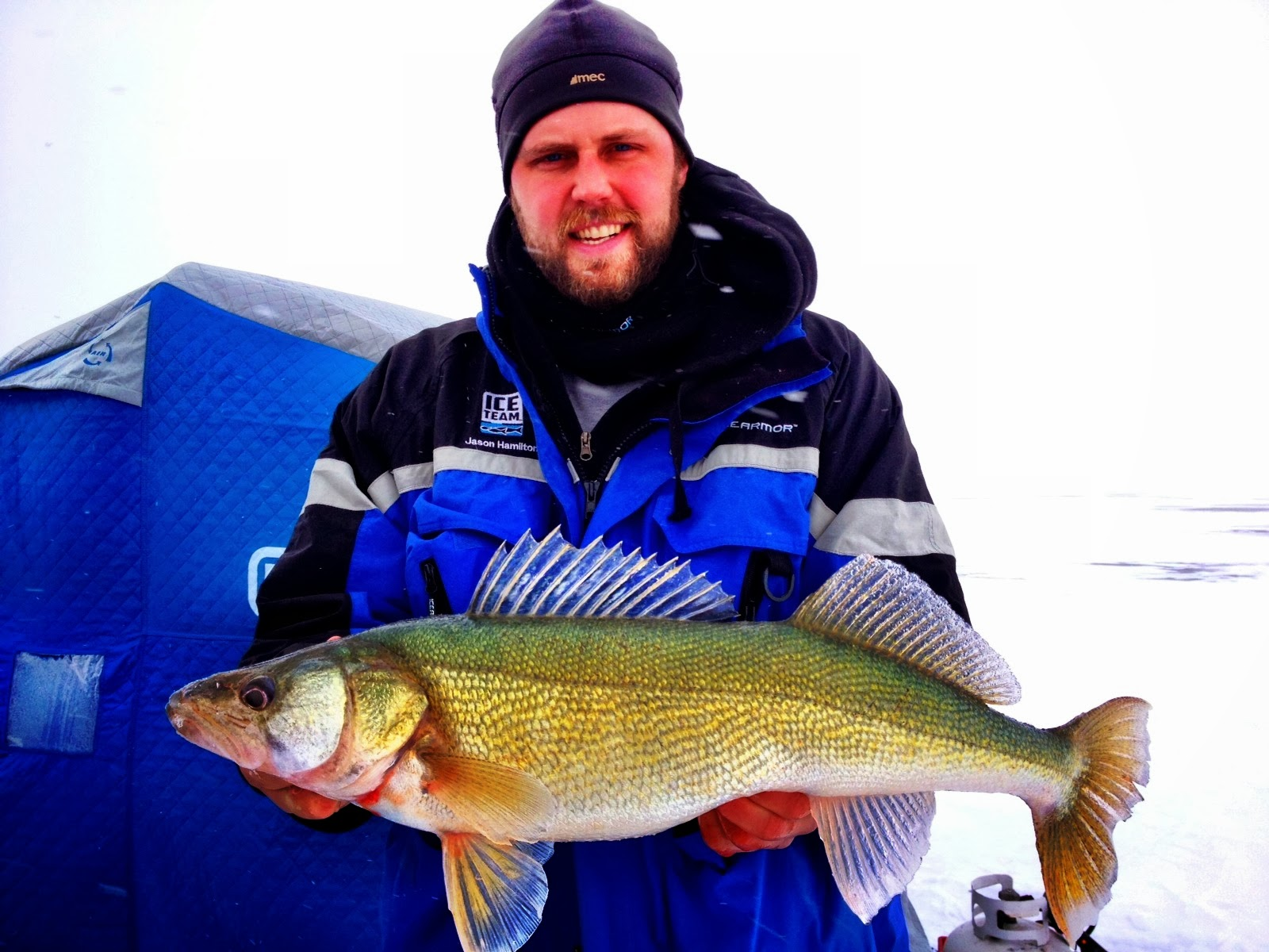 Jason hamilton outdoors icefishing lake winnipeg dec 16 for Lake winnipeg ice fishing