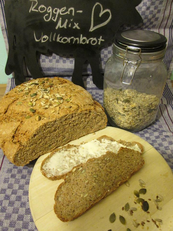 Experimente aus meiner Küche: Bread Baking (Fri)day: Roggen-Mix-Vollkornbrot