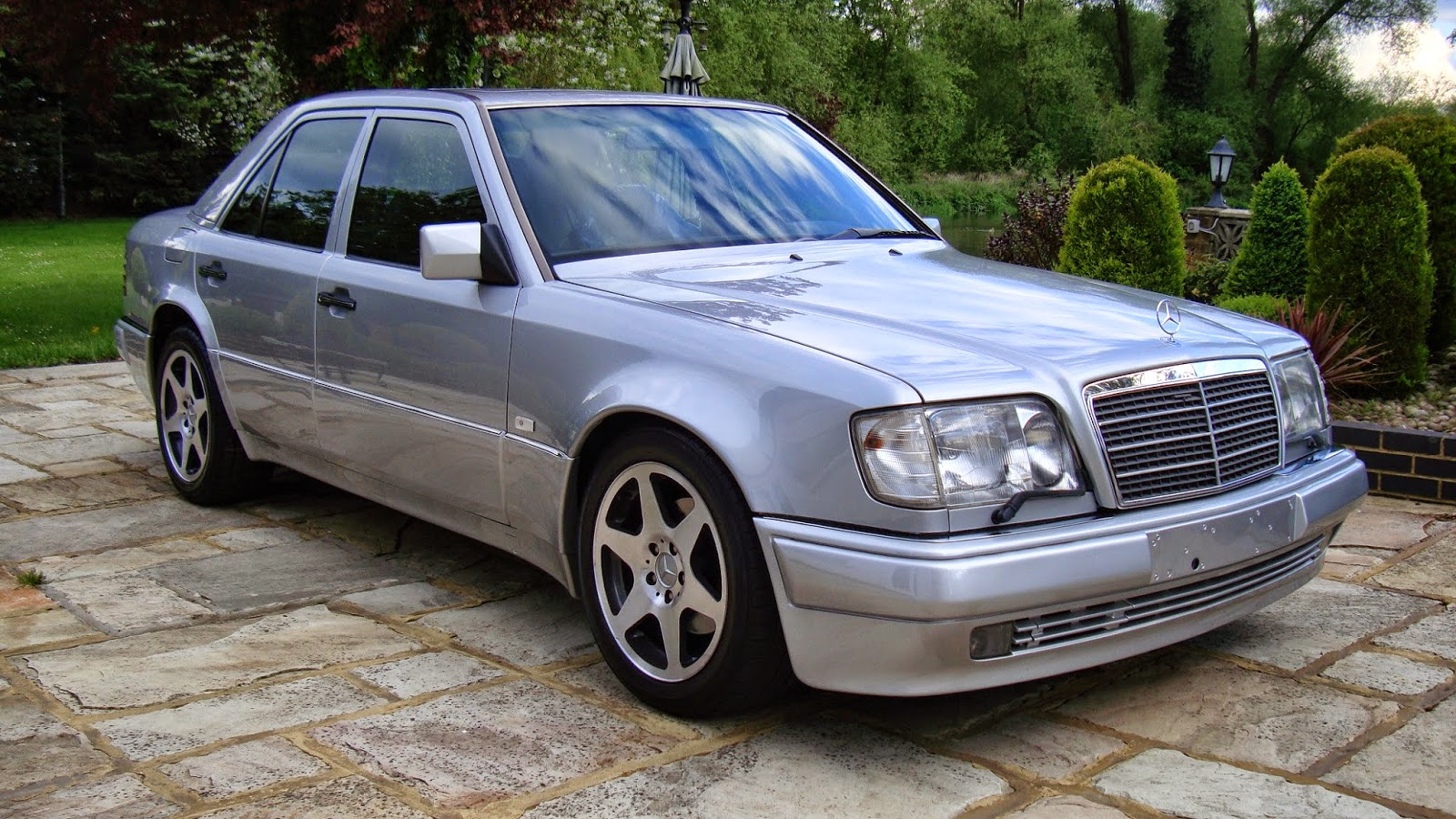 Mercedes benz e500 w124 silver benztuning for Mercedes benz silver