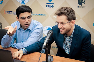 Minimum syndical dans la partie d'échecs entre les leaders Aronian et Anand, nulle en 19 coups - Photo © site officiel