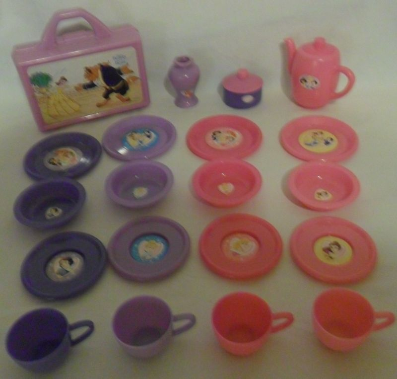 DISNEY PRINCESS Play Dishes set & Look and Find Treasures: DISNEY PRINCESS Play Dishes set