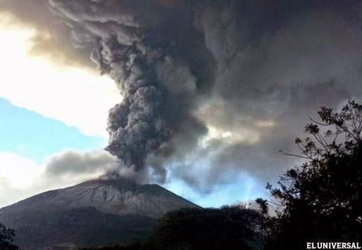 Volcán Sangiang en erupción, 30 de Mayo 2014