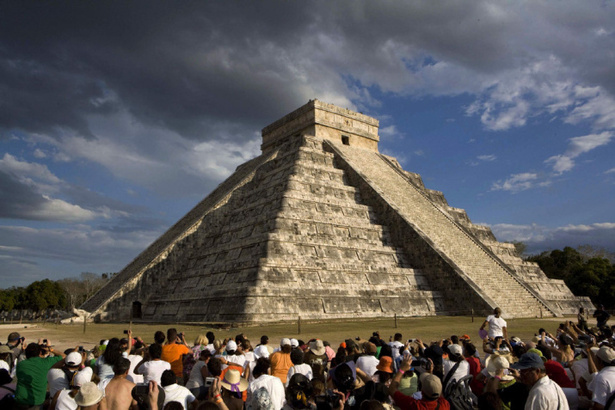 Mexico Tries To Lure Back Tourists