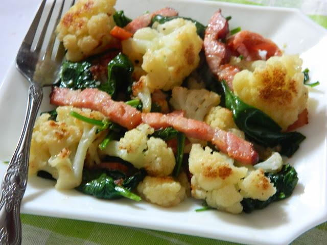 Salata calda cu conopida , spanac si kaiser